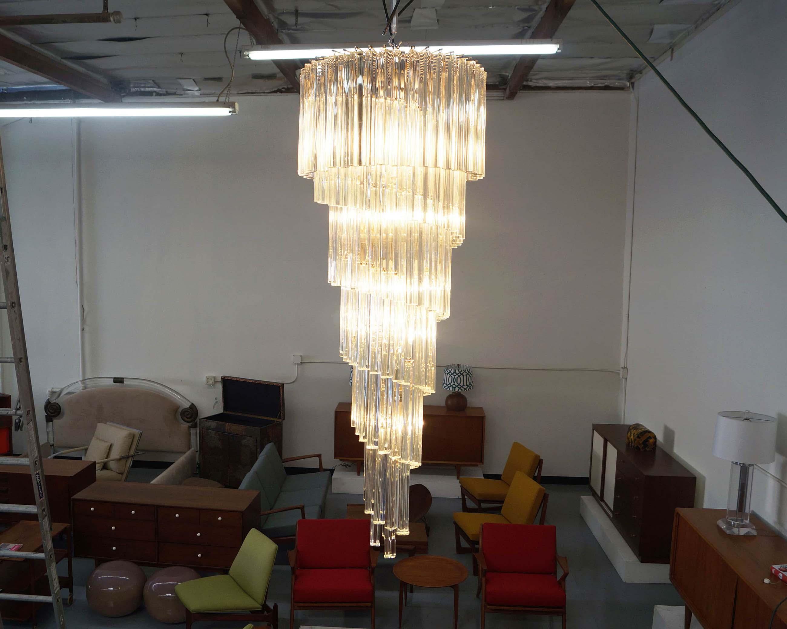 Elegant Spiral Murano Glass Chandelier by Venini