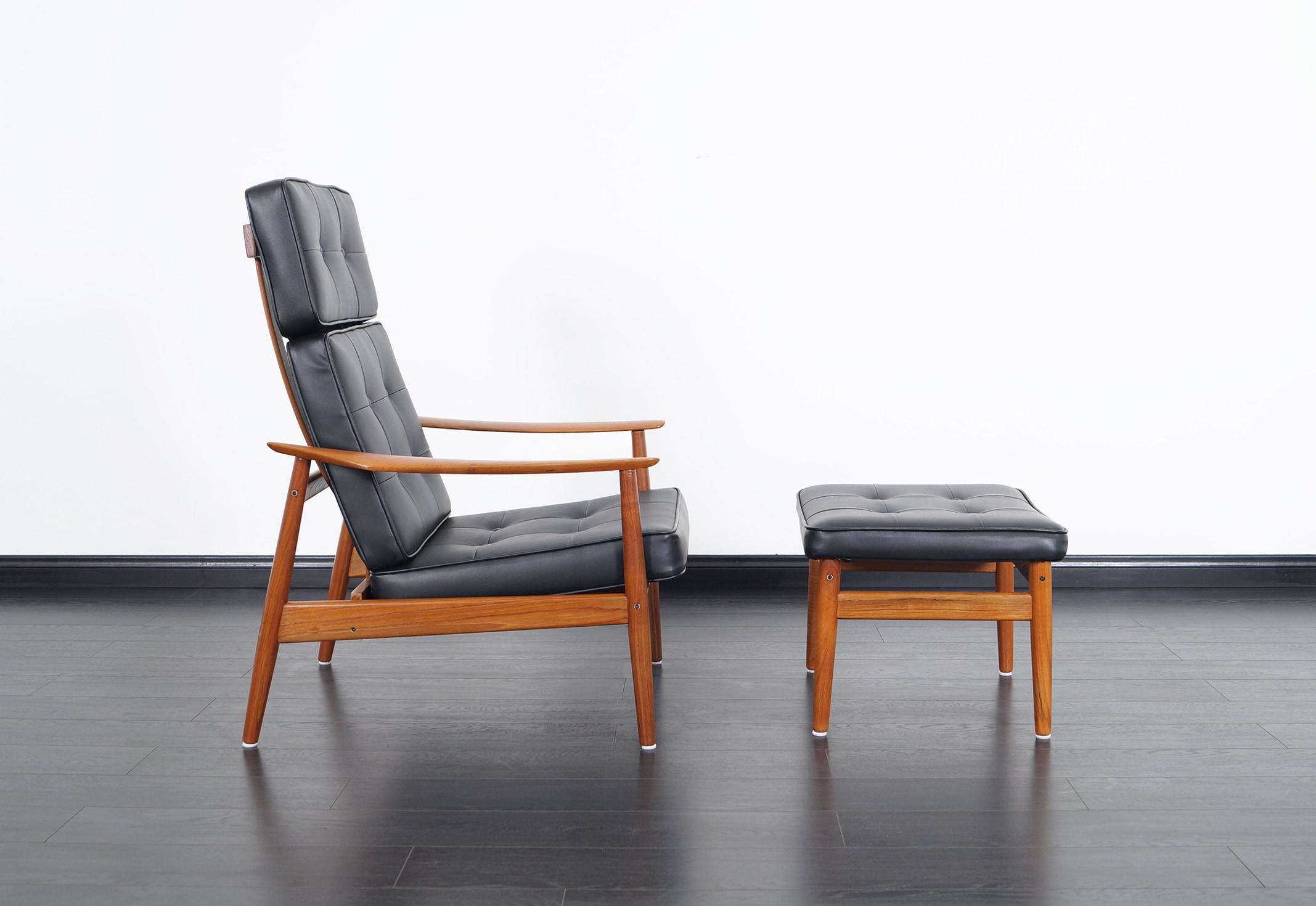 Danish Modern Reclining Lounge Chairs & Ottoman by Arne Vodder