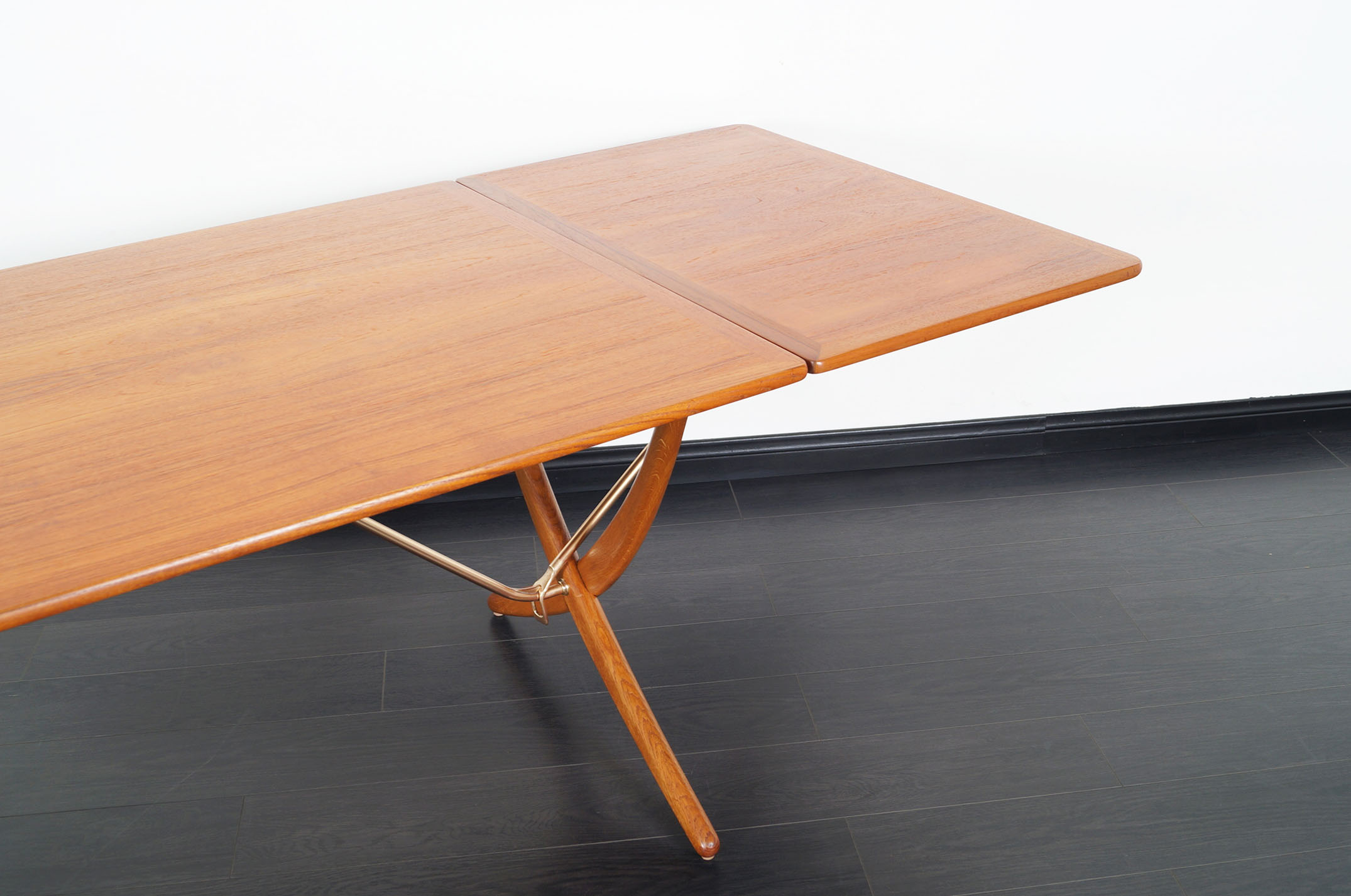 Danish AT-304 Dining Table by Hans J. Wegner for Andrea Tuck