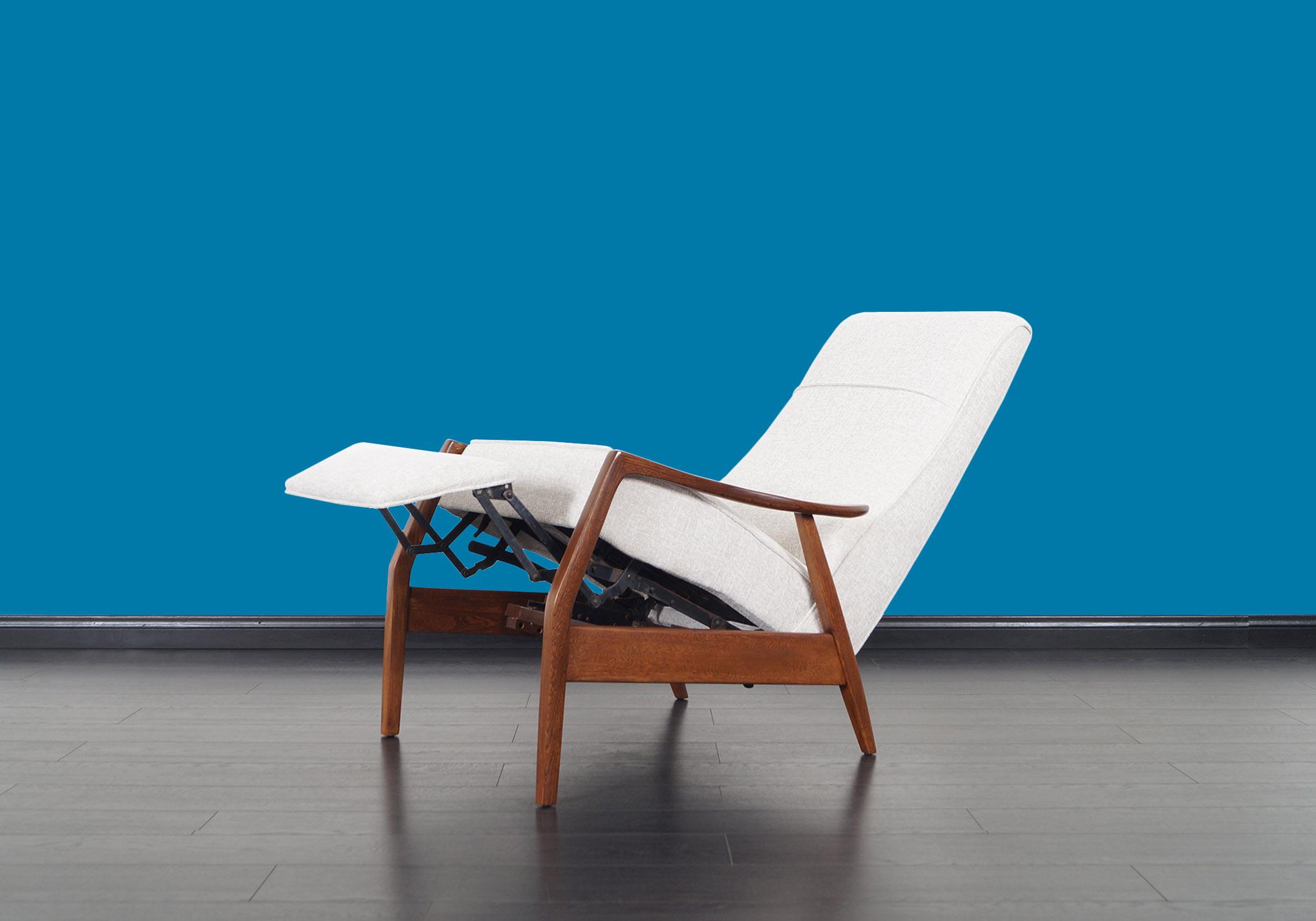 Vintage Walnut Reclining Lounge Chair by Milo Baughman