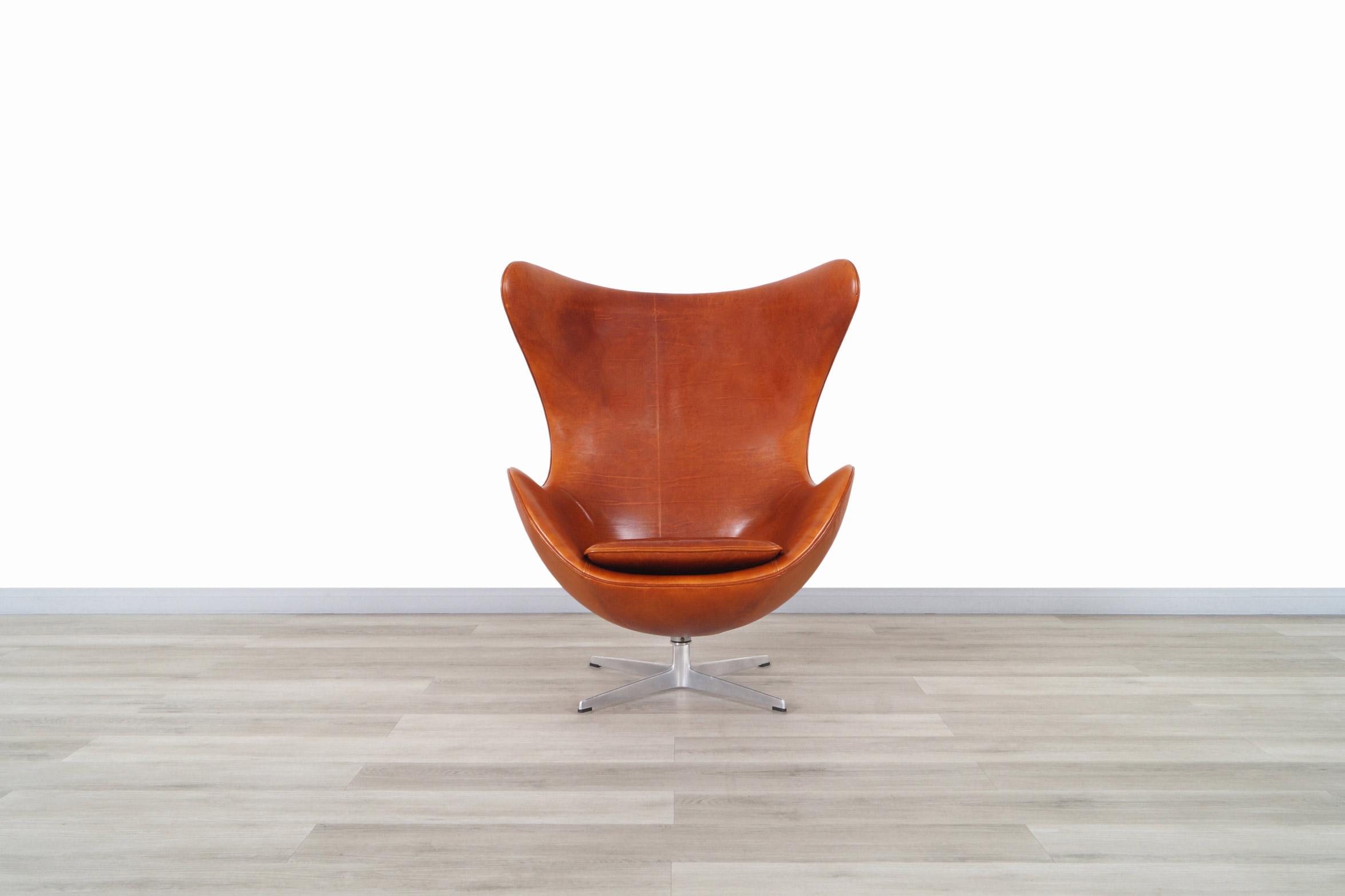 Arne Jacobsen Leather Egg Swivel Lounge Chair for Fritz Hansen